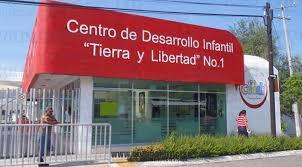 Trabajadores Cendis bloquearon la glorieta del Rey Colimán (Colima)