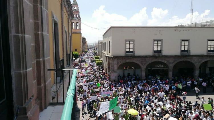 Con marcha 14 mil estudiantes exigen seguridad en Celaya