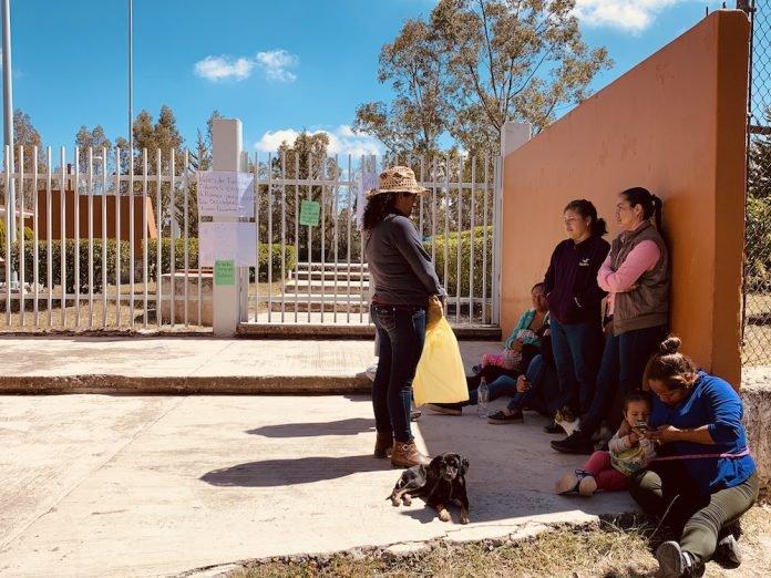 Padres de familia cierran Telesecundaria en Puerta de Palmillas