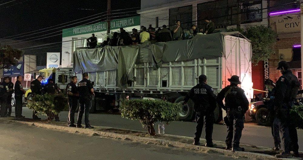 Detienen tráiler con 120 migrantes en la México Querétaro