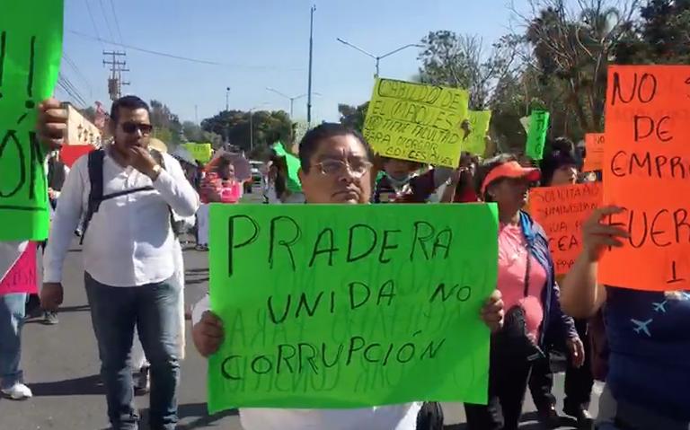 Se manifiestan vs concesión de agua en Plaza de Armas (Querétaro)