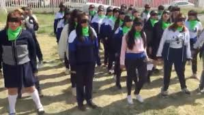 """Suena en Ecatepec """"el violador eres tú"""" de la mano de estudiantes de preparatoria (Estado de México)"""