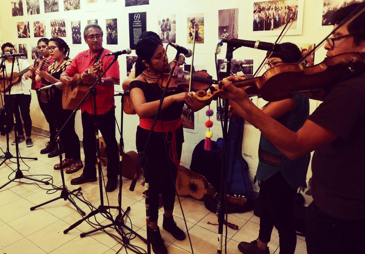 """""""La música tradicional es resistencia y memoria"""": los Tlacuaches del Sur en el Rincón Zapatista (CDMX)"""
