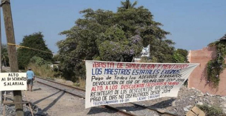CNTE bloquea vías del tren en Lázaro Cárdenas, Michoacán