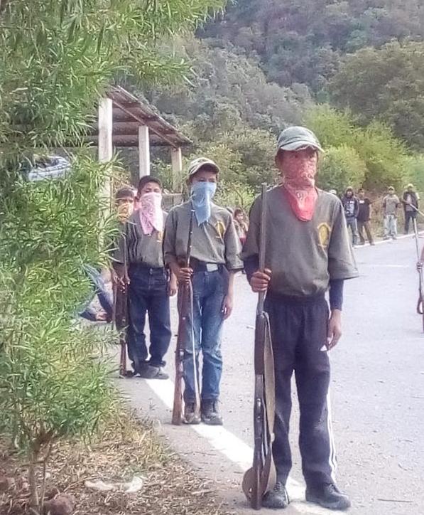 Menores marchan y entrenan en las filas de la CRAC-PF (Guerrero)