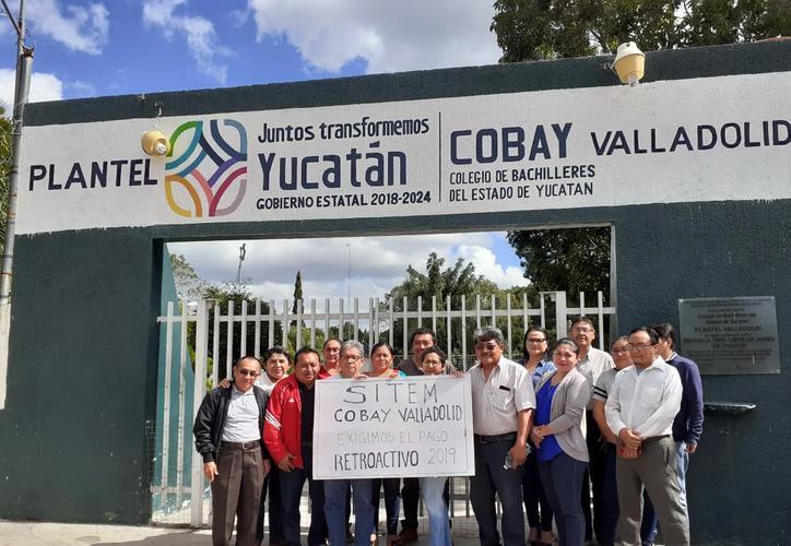 Maestros de Cobay realizan protesta 'pacífica' a falta de pago
