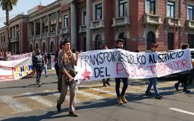 """Estudiantes de la UNAM y UAEM marchan contra """"tarifazo"""" en transporte de Edomex"""