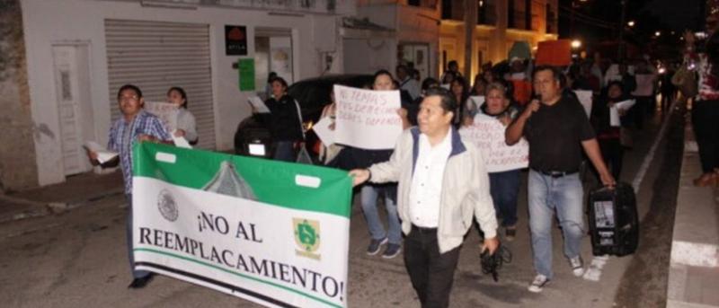 Marchan ciudadanos contra gobierno de Mauricio Vila, el aumento de impuestos y reemplacamiento en Valladolid