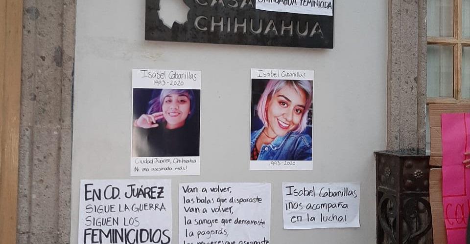 """""""Tu lucha sigue, Isabel"""": colectivas feministas protestan por el feminicidio de activista (Ciudad de México)"""
