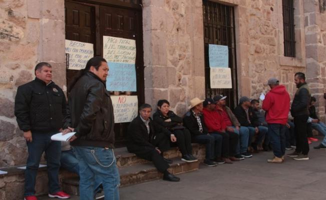 Sindicalizados toman Rectoría y Tesorería de las Universidad Michoacana