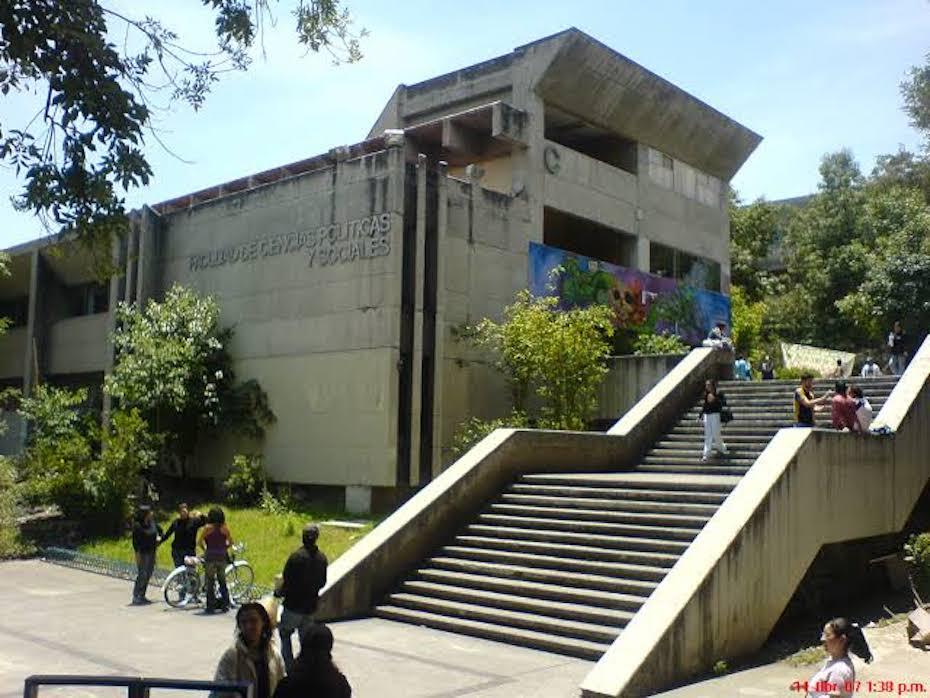 UNAM: ESTUDIANTES TOMAN LA FCPYS EN SOLIDARIDAD CON OTROS PLANTELES (Ciudad de México)