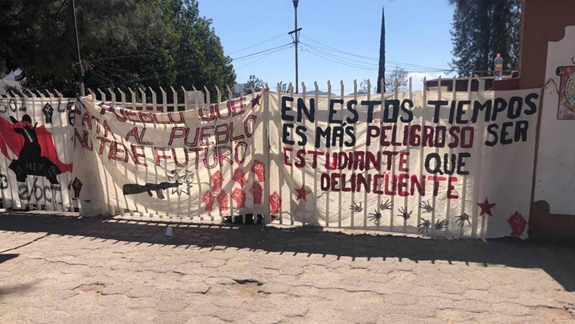 Realizan paro indefinido normalistas de Huajuapan (Oaxaca)