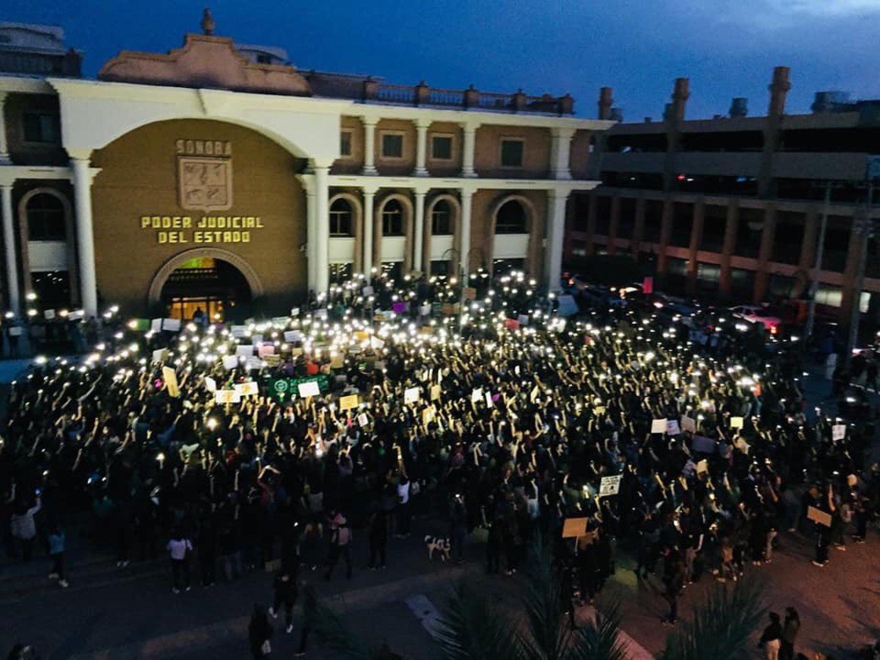Supremo tribunal sonorense, blanco de la furia feminista durante protesta (Sonora)
