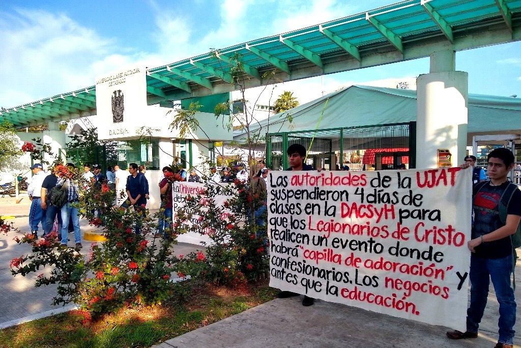 Protestan en la UJAT por uso de instalaciones para evento de Legionarios de Cristo (Tabasco)