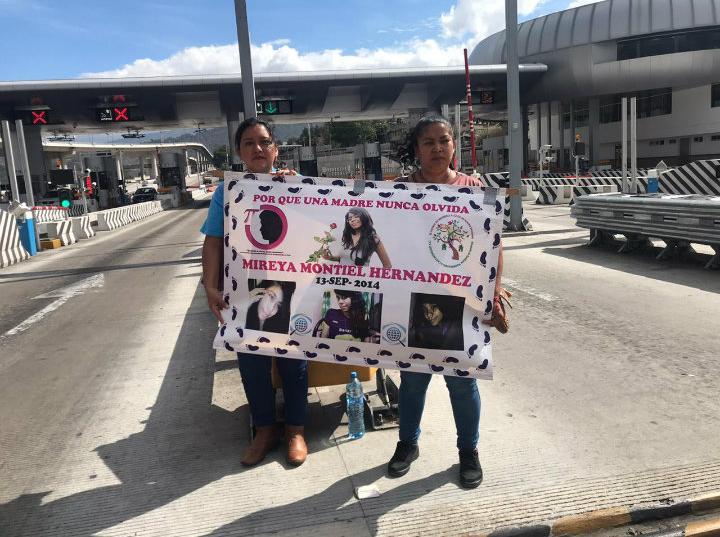 """Familiares de desaparecidos """"botean"""" en caseta México-Cuernavaca (Veracruz, Ciudad de México)"""