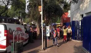 Familiares de pacientes protestan frente al INER (Ciudad de México)