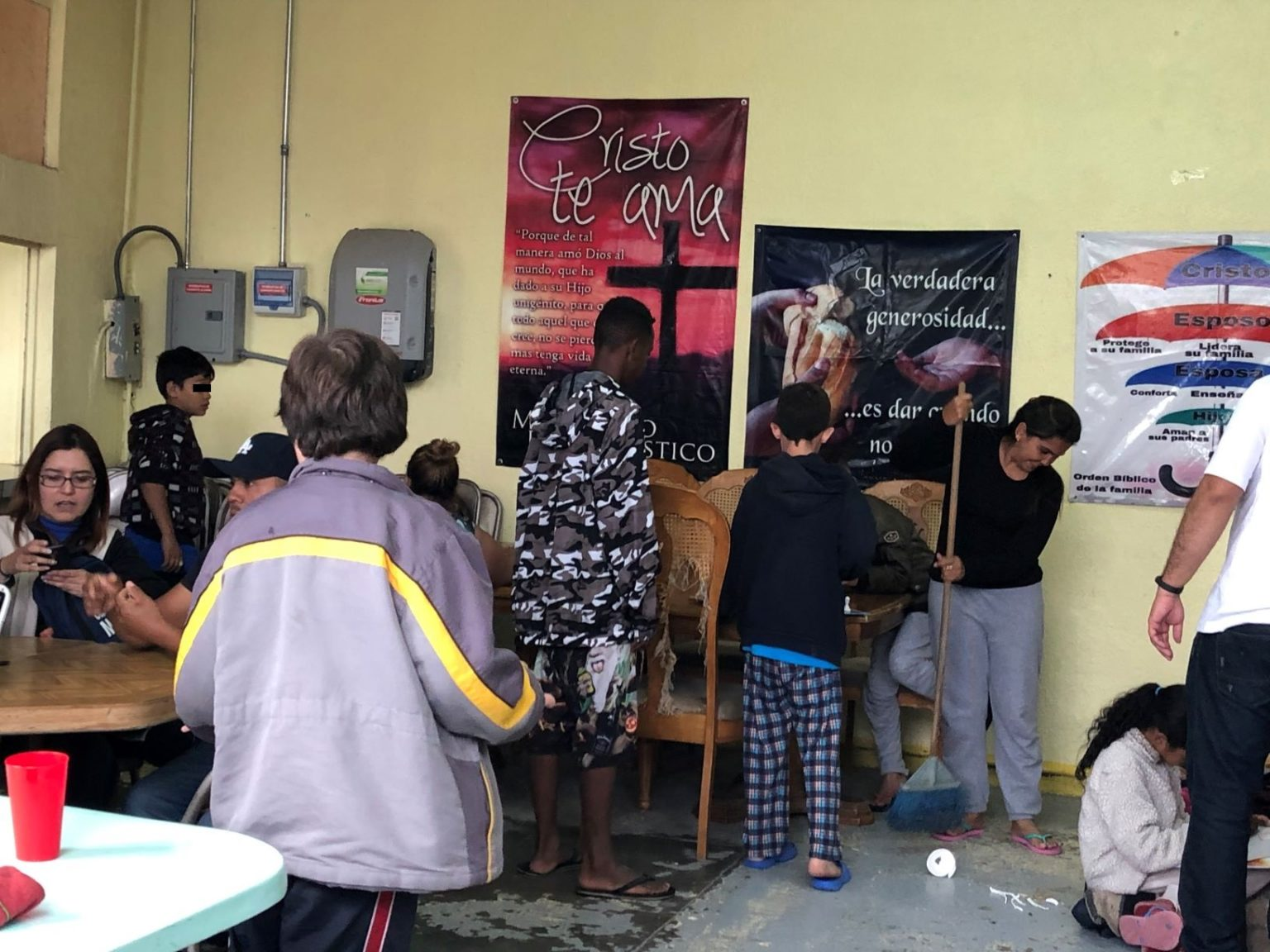 Hacinados, migrantes en albergues enfrentan crisis por coronavirus (Ciudad Juárez)