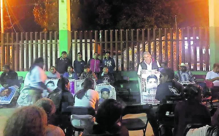 Llega caravana de los 43 a Amilcingo (Morelos)