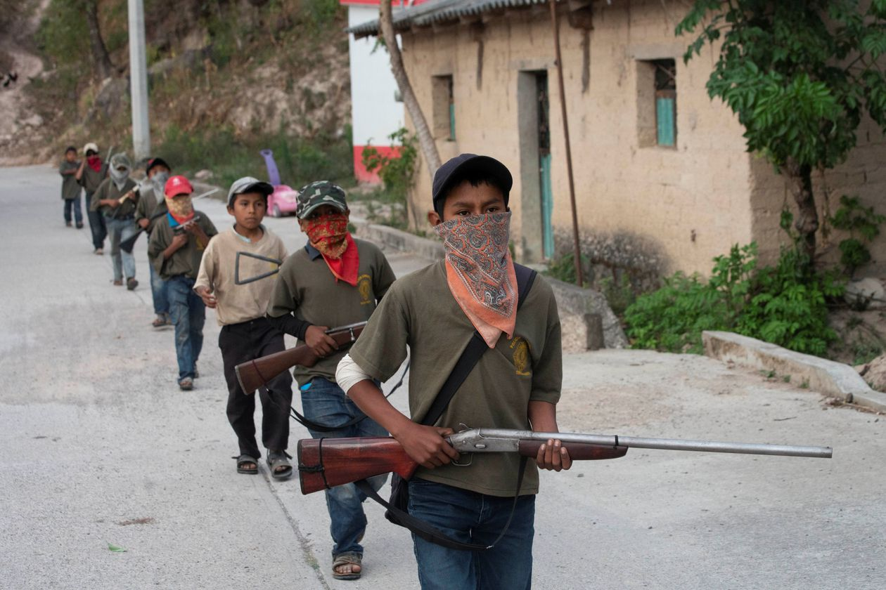 Los niños soldado de Guerrero, fusil en mano contra el narcotráfico