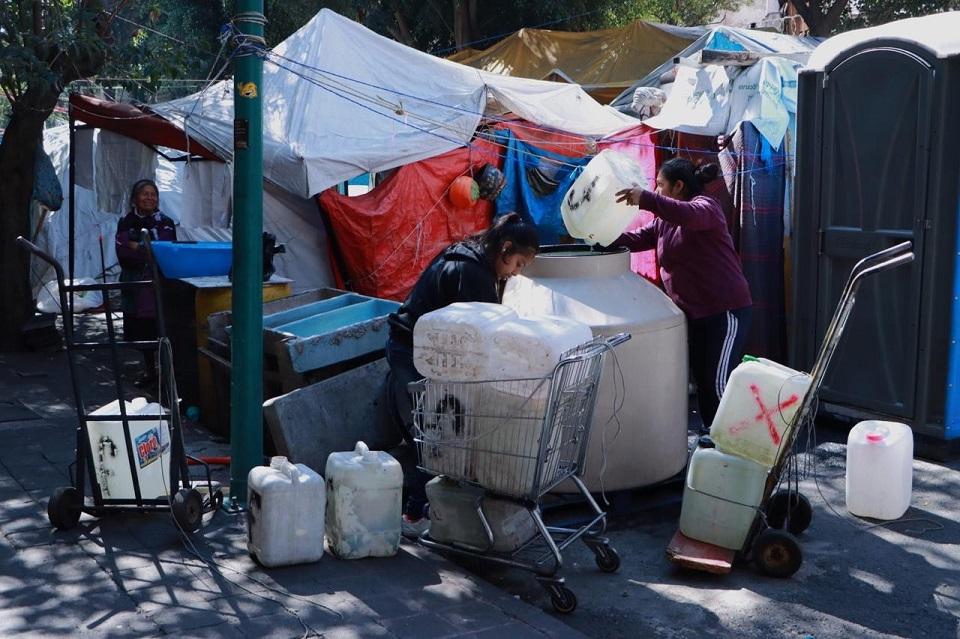 Sin agua y hacinados en tiendas de campaña: así enfrentan la amenaza del coronavirus damnificados del 19-S (Ciudad de México)