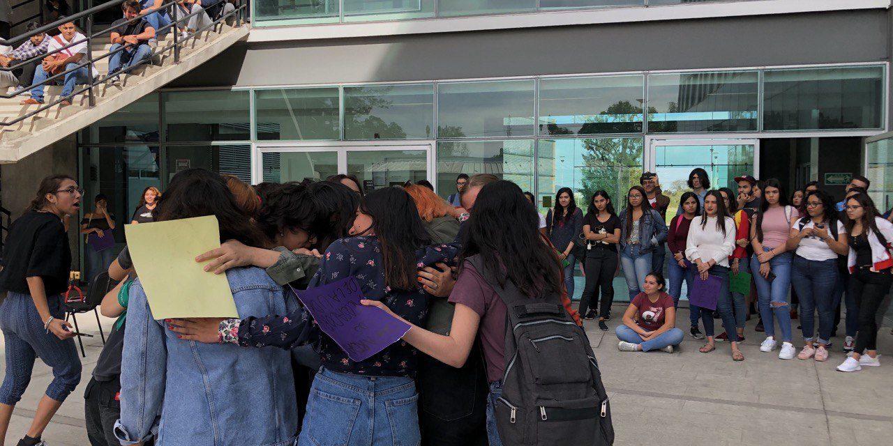 Con cacerolazo estudiantes del CUCSH llaman a romper las ataduras de la violencia machista (Jalisco)
