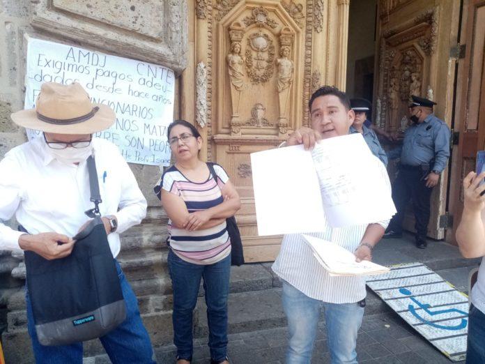 Protestan maestros de Jalisco por falta de pagos
