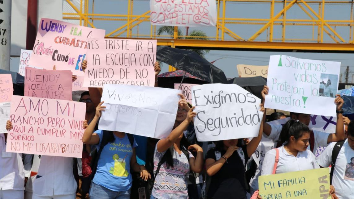 Marchan estudiantes de la UNPA por desaparición de compañera (Oaxaca)