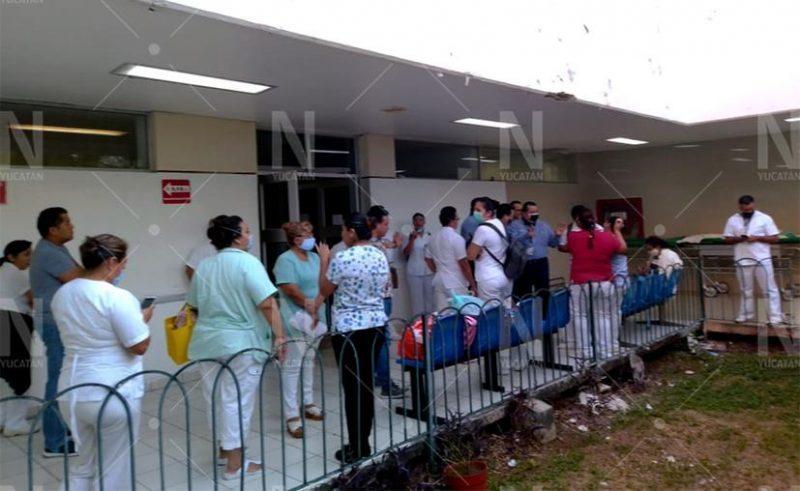 Protesta personal de urgencias del Hospital Juárez por falta de insumos (Yucatán)