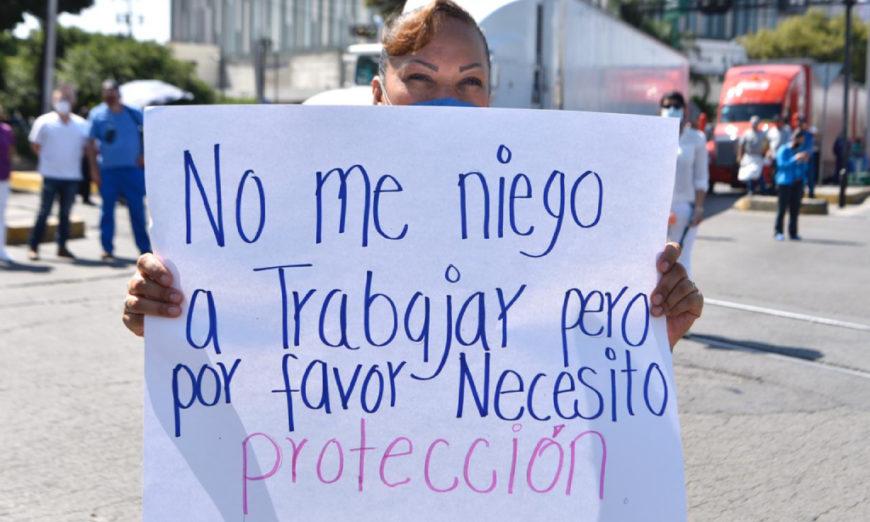Bloquean Calzada Vallejo por falta de insumos en el Hospital La Raza (Ciudad de México)