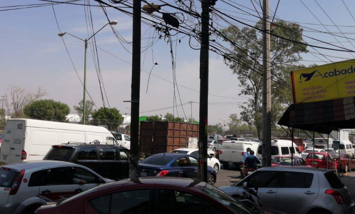 Bloquean comerciantes avenida Central en Nezahualcóyotl  (Estado de México)