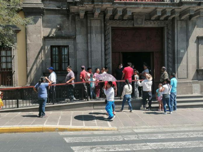 Colonos de Lomas del Centinela se manifestaron afuera del ayuntamiento de Zapopan (Jalisco)