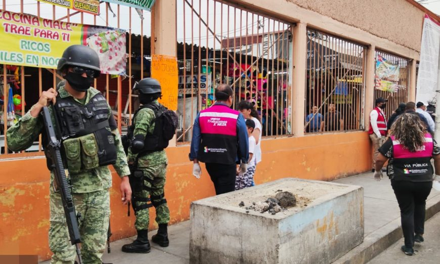 """Guardia Nacional y policía municipal cierran negocios """"no esenciales"""" en Neza (Estado de México)"""