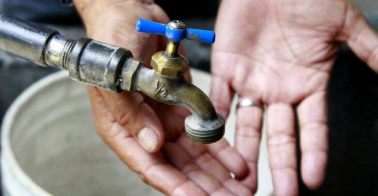 Vecinos de al menos 6 colonias de Pátzcuaro reclaman la falta de agua