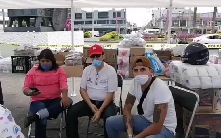 Vecinos de Neza donan víveres e insumos médicos para gente que los necesita (Estado de México)