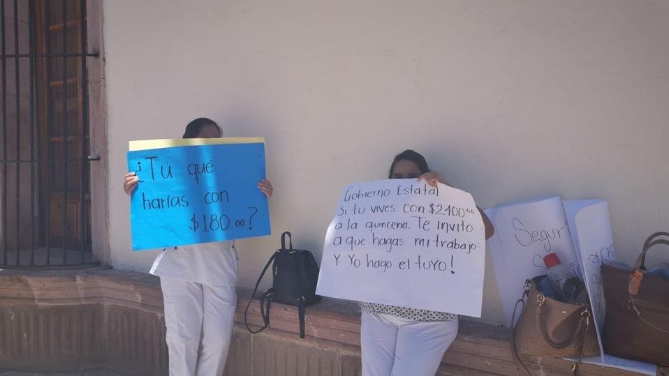 Personal médico protesta frente a palacio de gobierno en Zacatecas