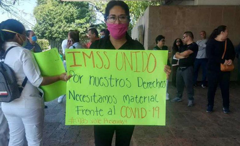 Protestan por no tener insumos ni equipo para atender a pacientes de COVID-19 (Michoacán)