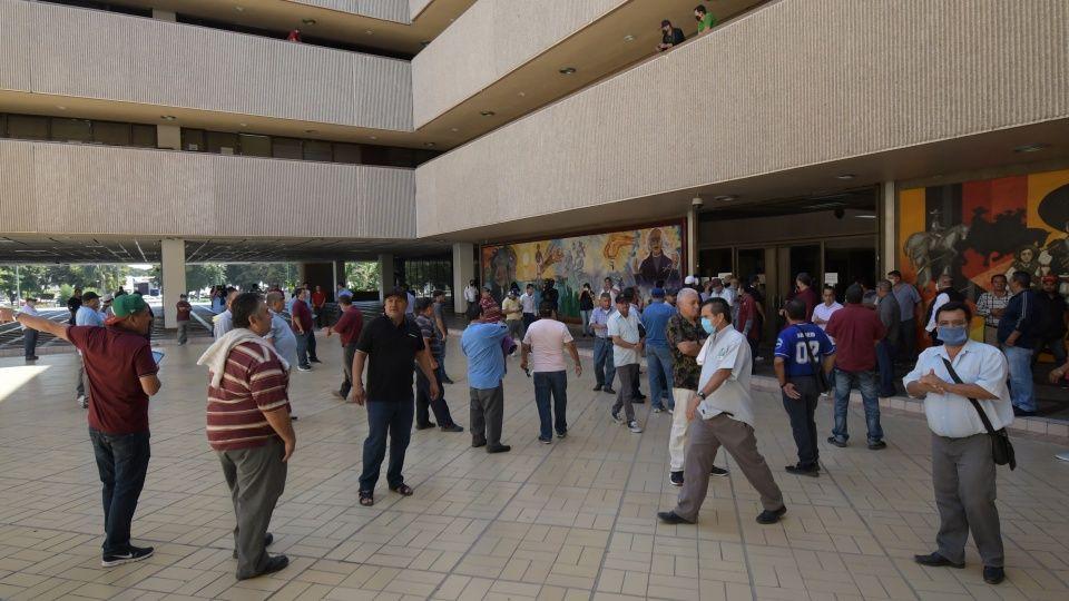 Chóferes de camiones protestan tras primer contagiado de covid-19 en Sinaloa