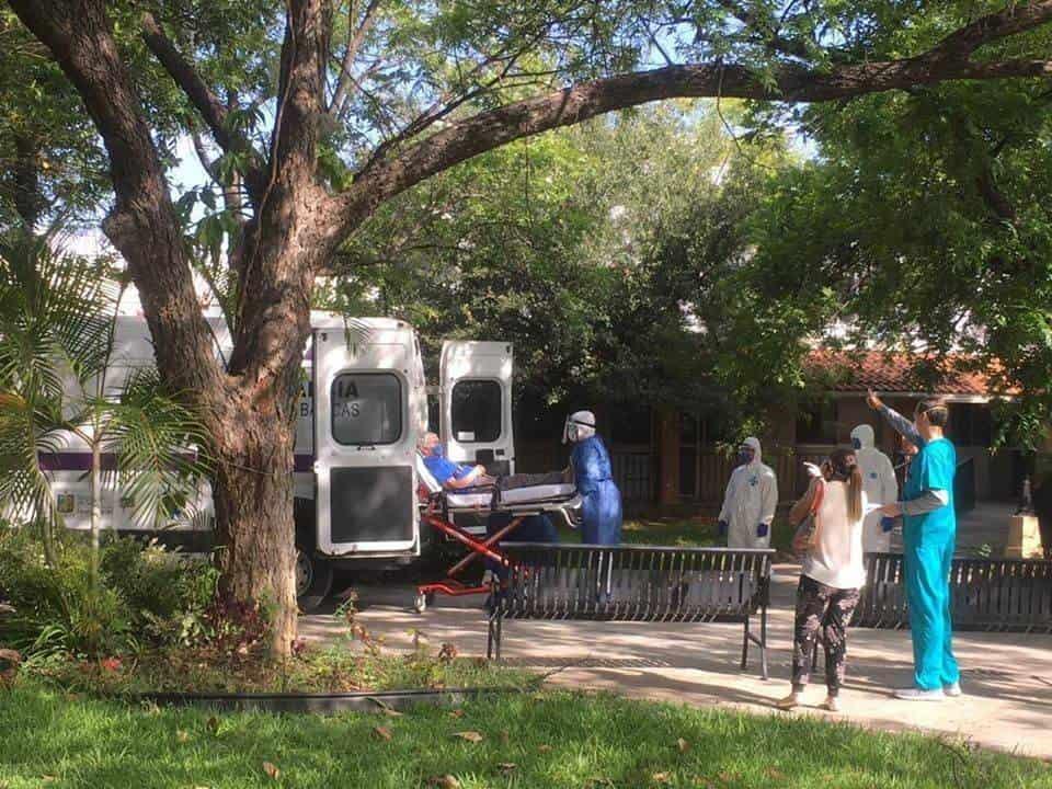 Hospitalizan a los 92 residentes del asilo y lo cierran (Nuevo León)