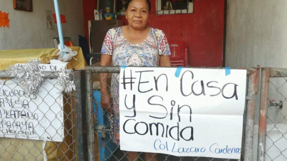 Familias colocan letreros en las puertas de sus casas pidiendo alimento (Colima)