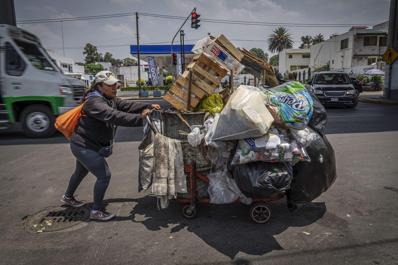 Los recolectores de basura en Ciudad de México, esenciales pero desprotegidos