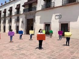 Maestras de CENDI se manifiestan por falta de pago en el día del maestro (Querétaro)