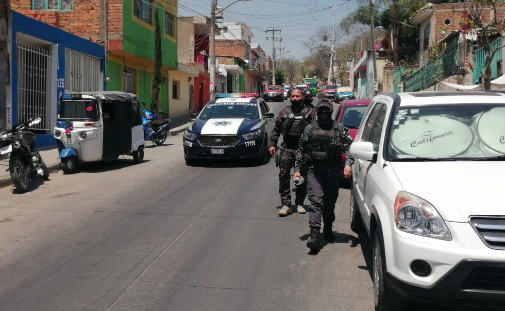 """""""Ya te cargo tu puta madre"""": policías de Tlaquepaque roban y amedrentan a mujer por usar un cubrebocas """"viejo"""" (Jalisco)"""