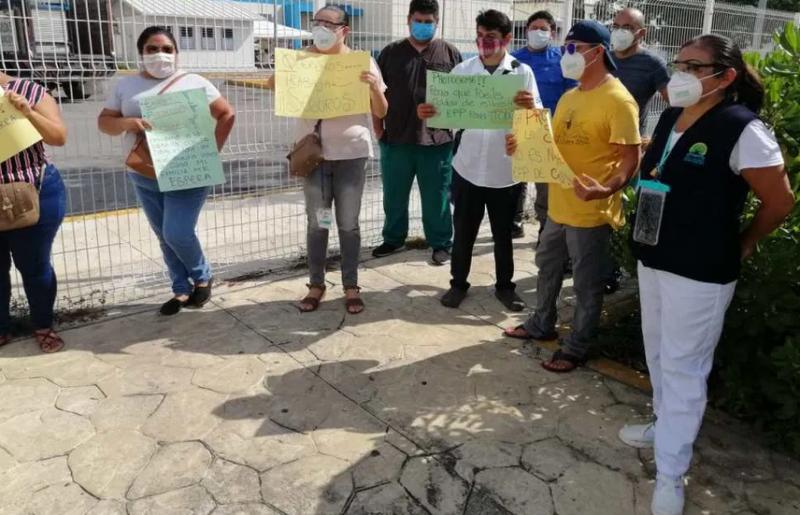 Protestan en el Hospital General de Cancún: Personal médico demanda la entrega de equipo de seguridad