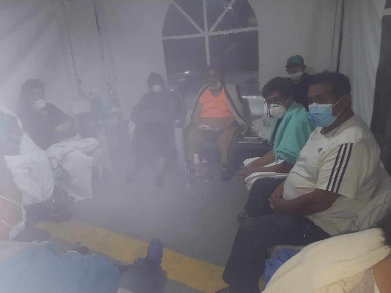 Pacientes sospechosos de COVID duermen en sillas y colchonetas: así la saturación en Hospital de Iztacalco (Ciudad de México)