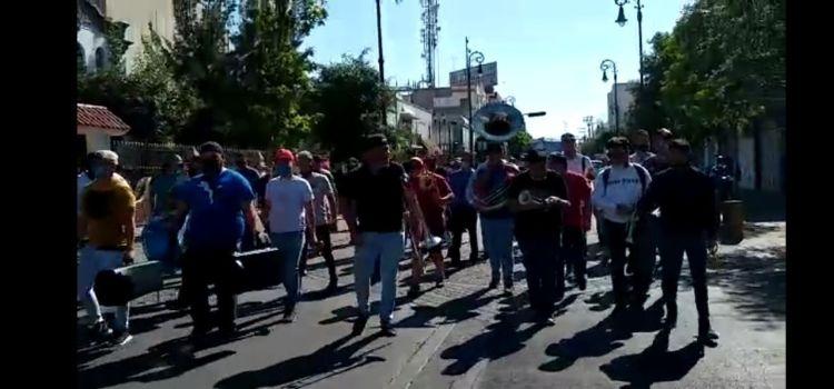 Quieren apoyos por COVID-19: En Aguascalientes se manifiestan músicos, gente sin agua y trabajadoras sexuales