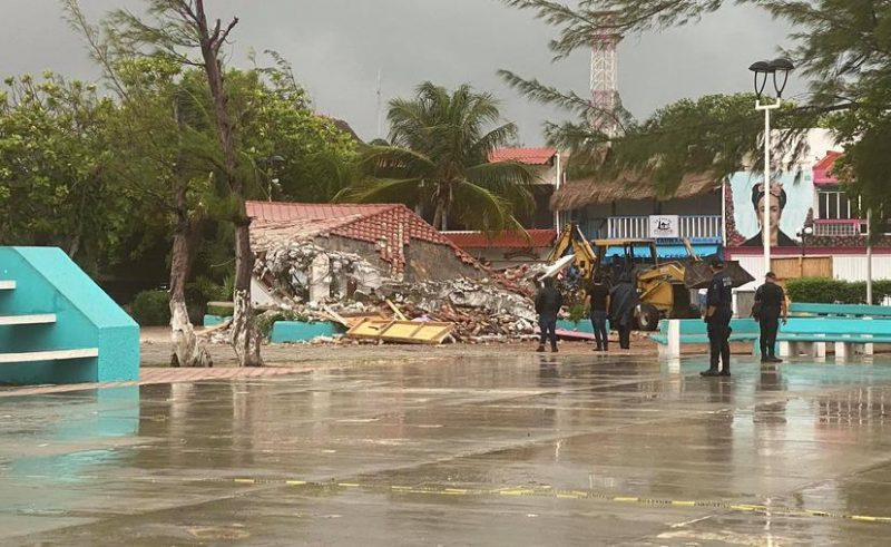 Madrugan a habitantes de Puerto Morelos: Inicia demolición del casco antiguo