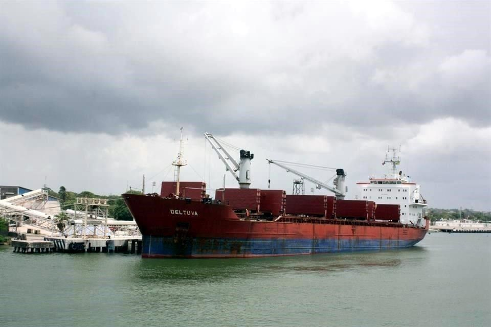 Urgen a AMLO frenar control de Marina en puertos
