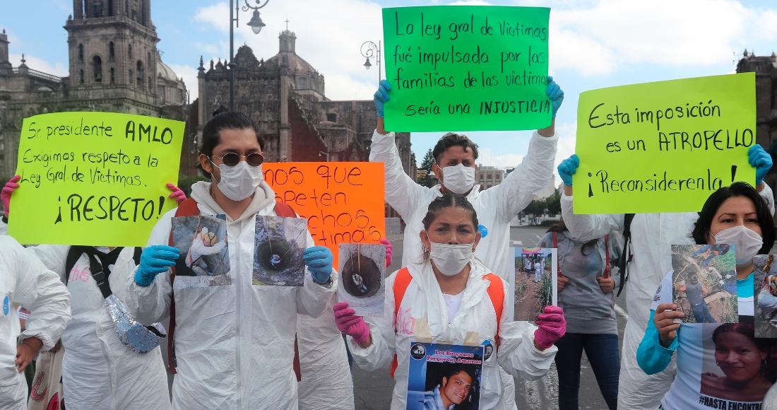 Familiares de desaparecidos protestan en Palacio Nacional; exigen aumento al presupuesto de la CEAV