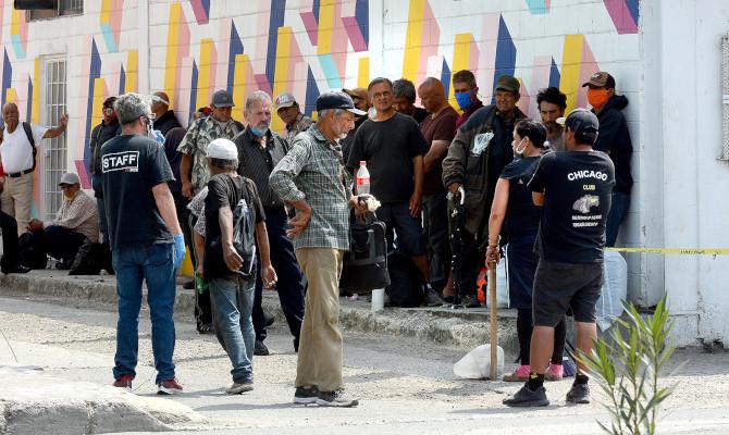 Migrantes afectados por políticas migratorias de Trump y decreto de AMLO