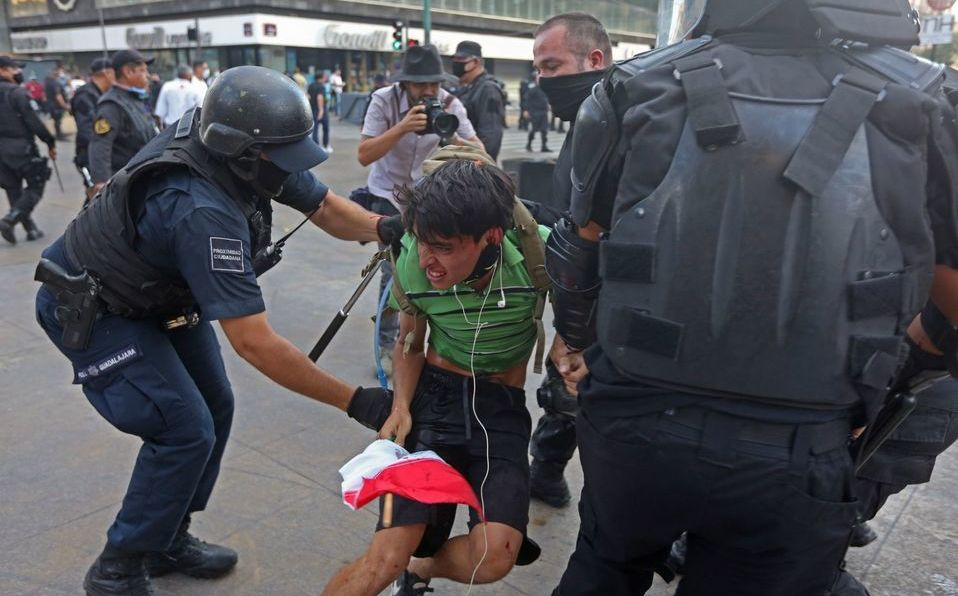 Acusan falta de atención médica y legal para detenido en protesta por Giovanni (Jalisco)